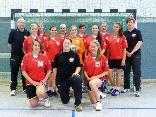 vorn: Phylicia, Co-Trainerin Jeniffer Klucke, Isabell Mitte: Katharina, Lisa, Nathie, Janine, Tanja hinten: Co-Trainer Andreas Schulze, Marla, Natascha, Hanna, Yvo, Trainerin Serena Klucke