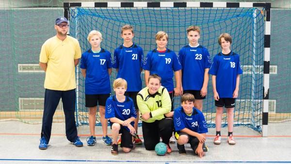 Hinen vl: Trainer Elmar, Thaddäus, Gino, Roman, Julian, Simon Vorn vl: Louis, Jann, Niels